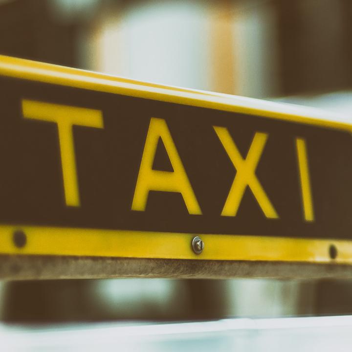 タクシードライバーも人材不足